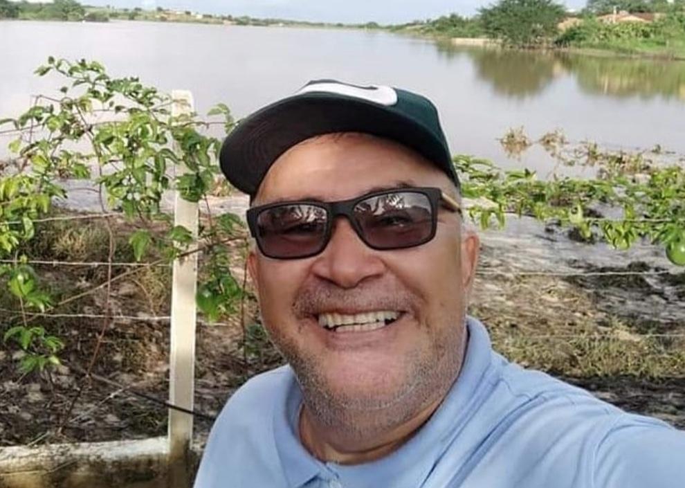 Covid-19: morre o radialista tauaense Helvécio Martins
