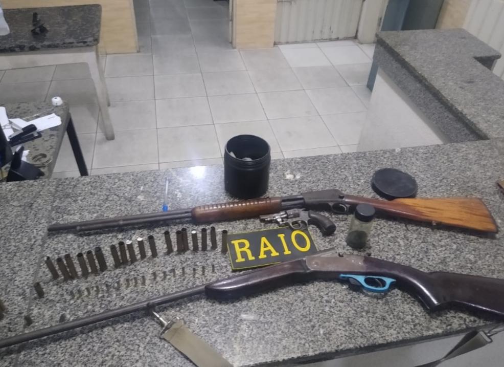 CPRaio efetua prisão, apreende armas e munições na zona rural de Tauá